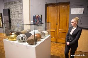 10 siècles de l'art au Bélarus exposition Minsk oeufs par Tsesler