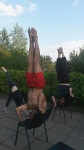 jeunes comédiens acrobates