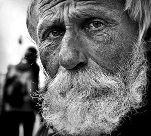 portrait de Valery Lyashkevich peintre SDF biélorusse avec un talent extraordinaire