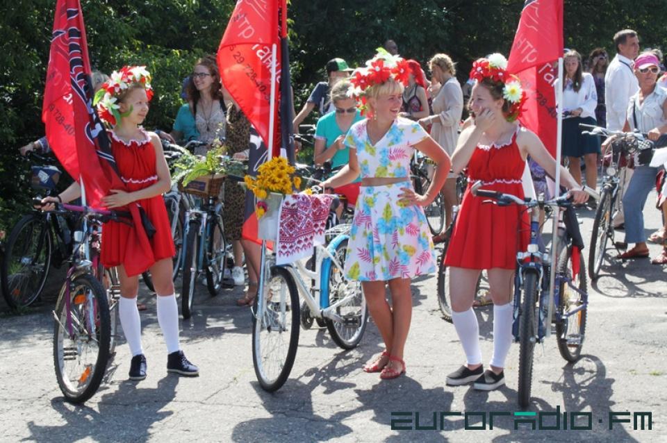 femmes à vélo défilé