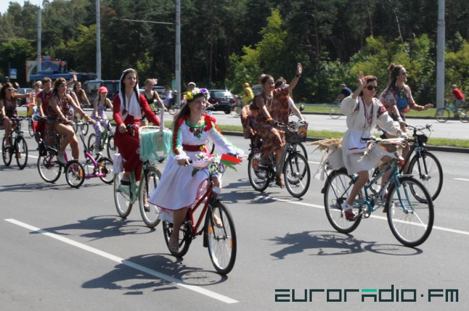 jolies femmes biélorusses à vélo