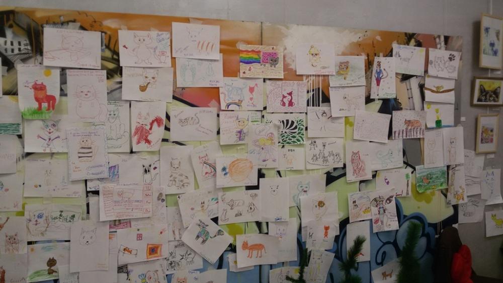 mur des dessins chats au musée du chat à minsk