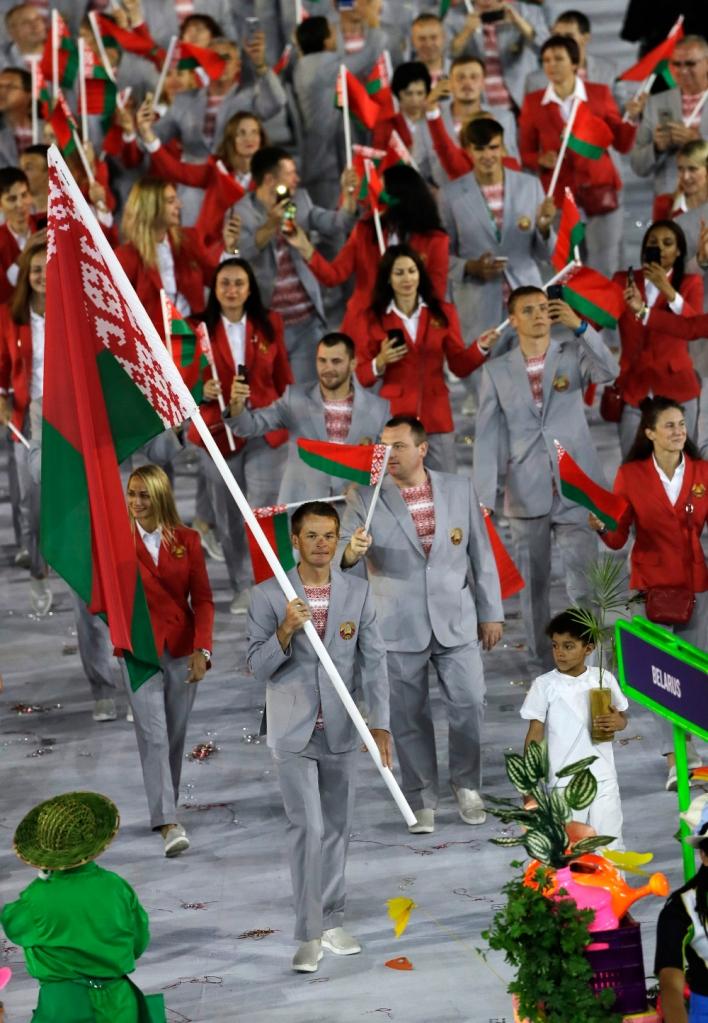 ouverture des JO 2016 à Rio, équipe biélorusse en uniforme aux motifs traditionnels