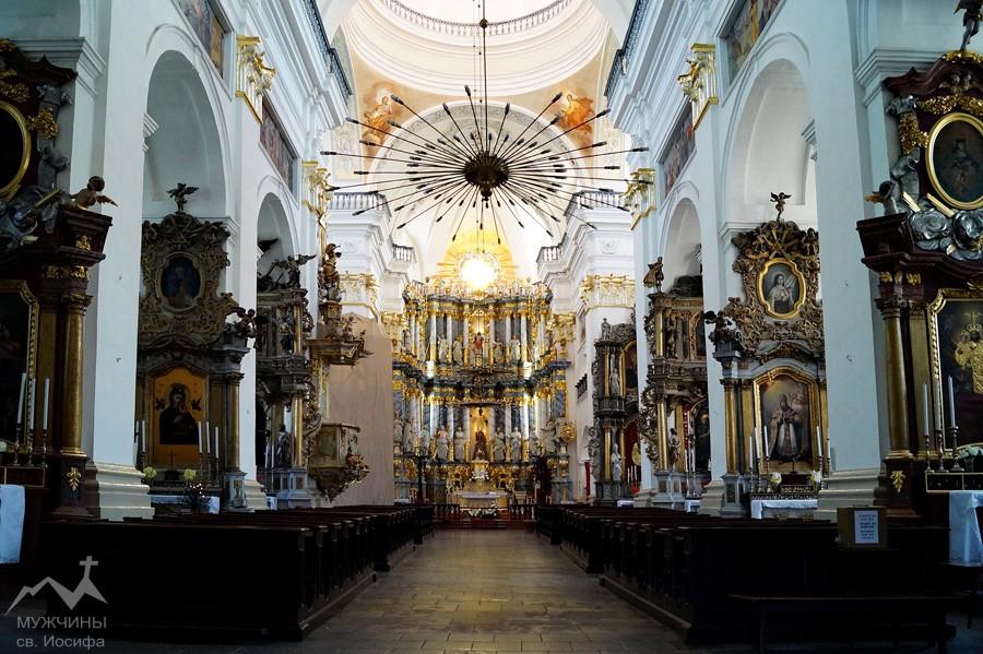 la-cathedrale-saint-francois-xavier-grodno-belarus-interieur