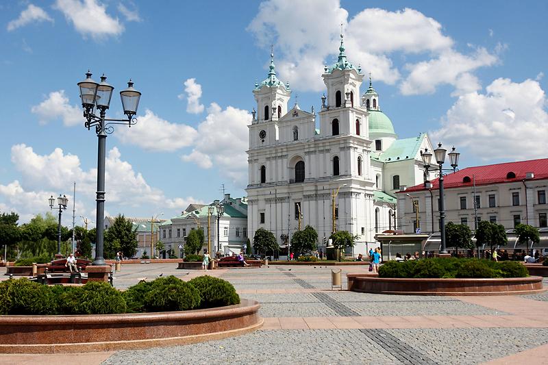 la-cathedrale-saint-francois-xavier-grodno-belarus