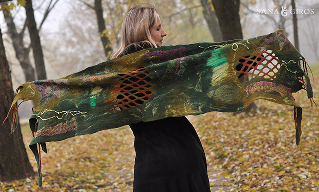 Robe en feutre design biélorusse Sana Giros